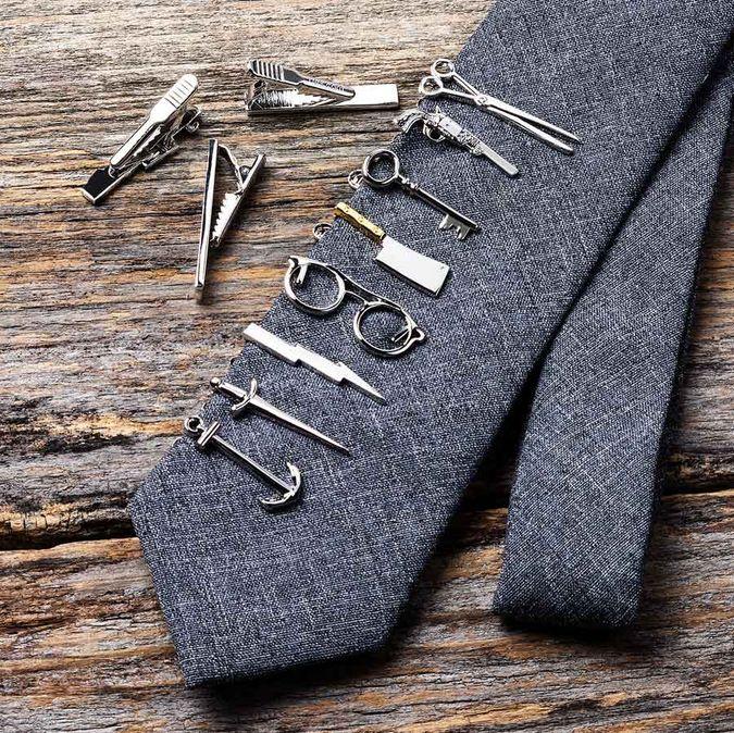 nyakkendőtű variációk