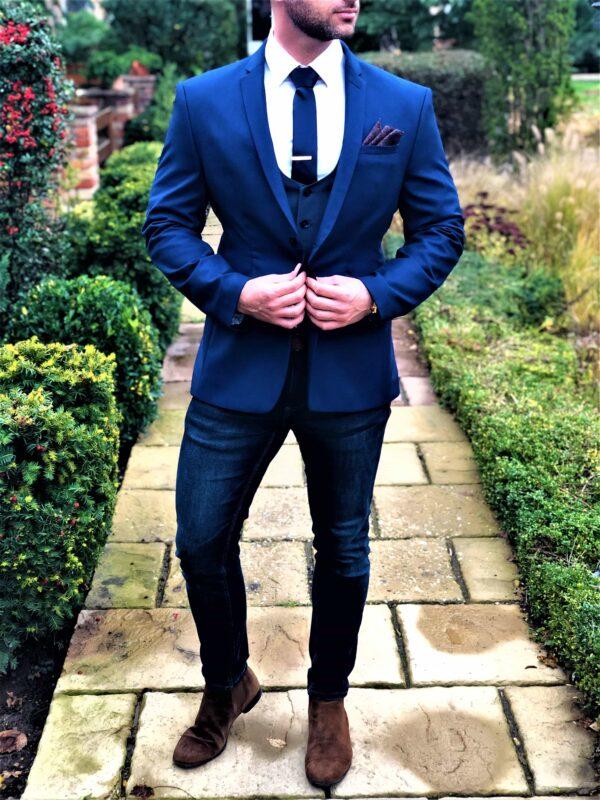 kék nyakkendő, díszzsebkendő, nyakkendőtű, hajtókatű, kitűző, zokni_díszdoboz